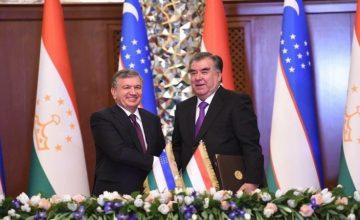 RUSEN[HABER] : Özbekistan Cumhurbaşkanı Şavkat Mirziyoyev, Tacikistan'da