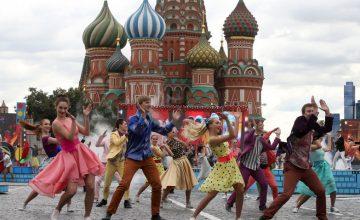 Rusya'daki, Şehir Günü kutlamalarına milyonlarca kişi katıldı