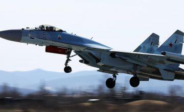 """Su-35 savaş uçağı """"Teknofest"""" fuarı için Türkiye'ye geldi"""