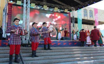 Rusya'ya bağlı Tataristan'ın başkenti Kazan'da Uluslararası Nevruz Tiyatro Festivali başladı